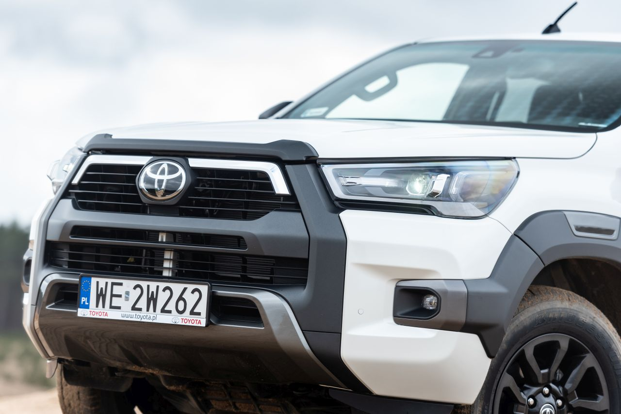 toyota hilux 2021 offroad 06