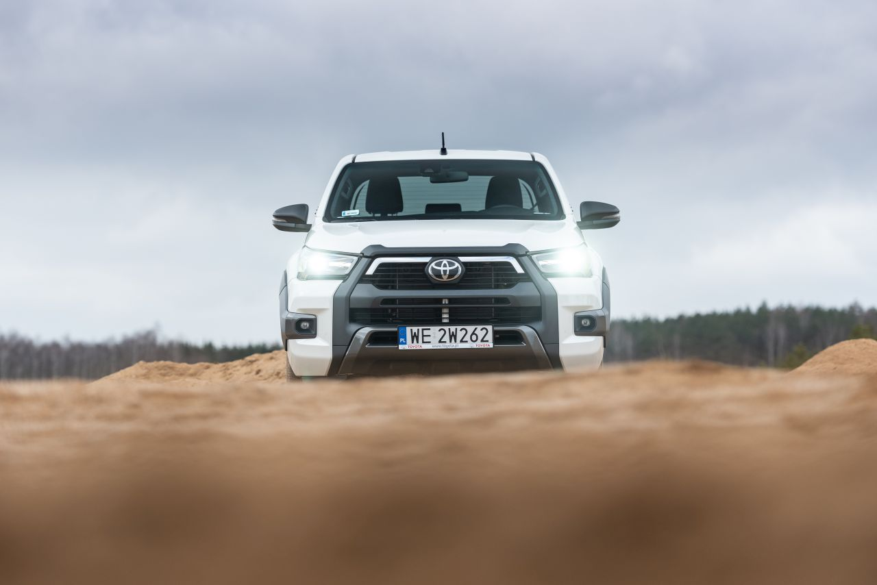 toyota hilux 2021 offroad 08