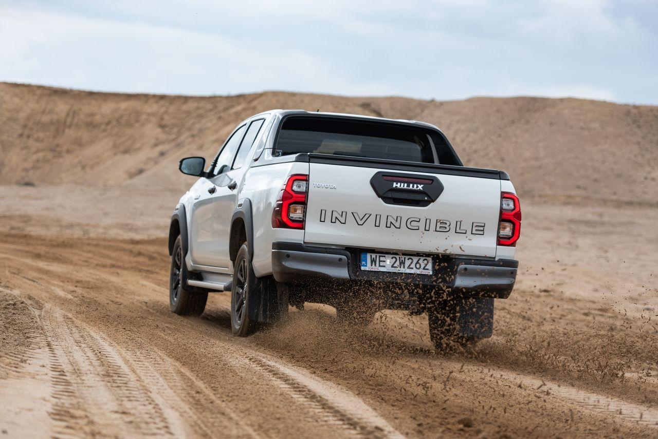 toyota hilux 2021 offroad 38